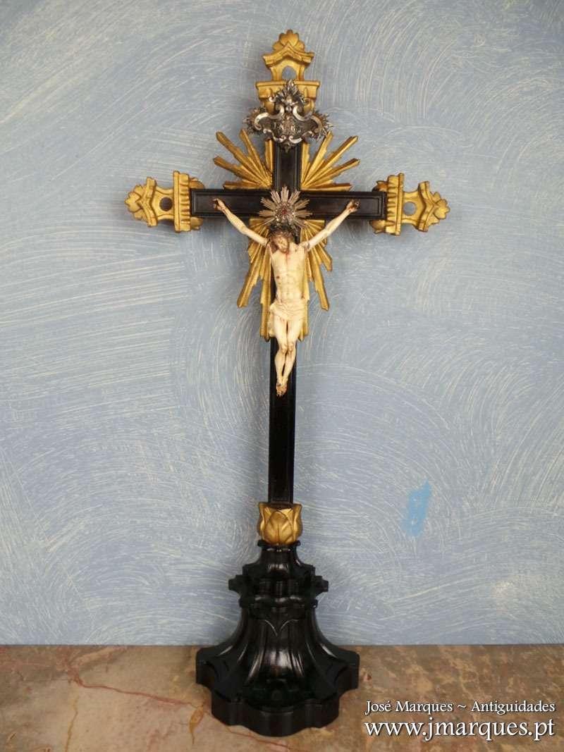 Cristo antigo em marfim