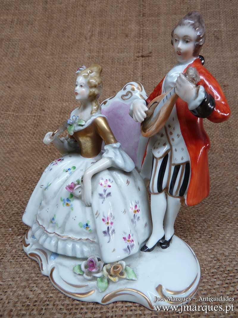 Escultura Dama e Cavalheiro