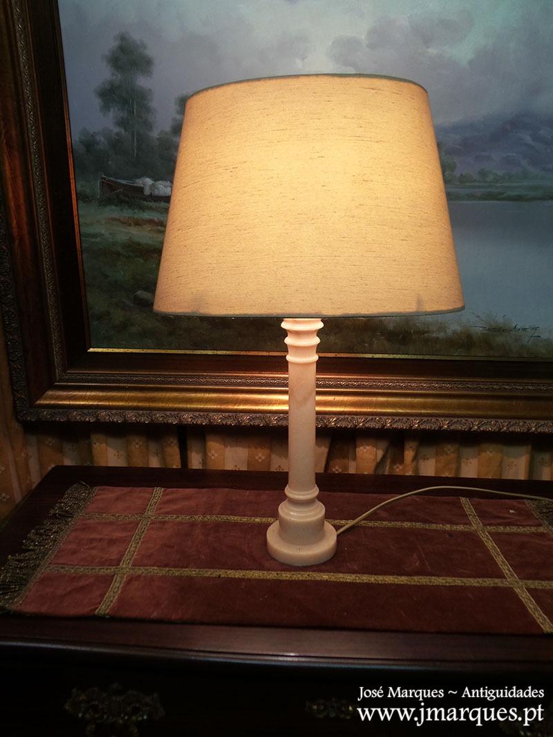 Candeeiro de mesa mármore