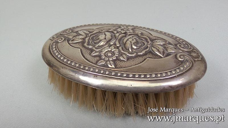 Escova em prata